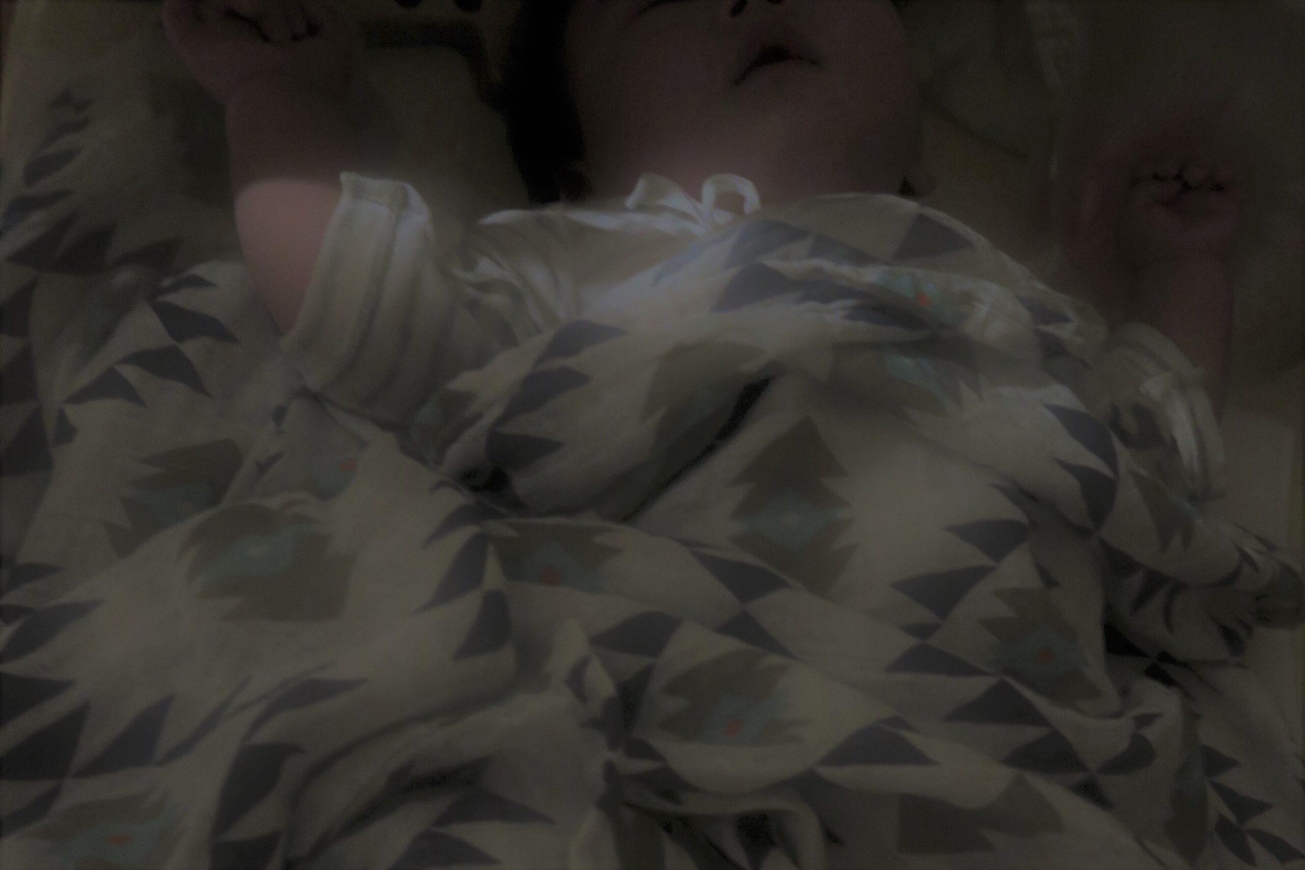 皆どうしてるの?夜 赤ちゃんの寝る場所☆ ベビーベッド+暗幕で空間を共有しながら安眠を☆☆